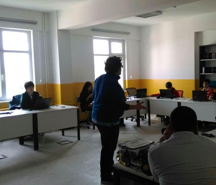 Ali Işıngör Bahçelievler BİLSEM dersinde özgür yazılım anlatıyor.