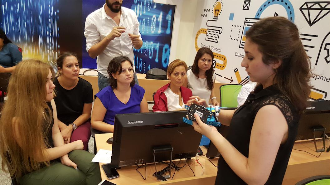 Kültür Koleji öğretmenlerine mBot anlatımı