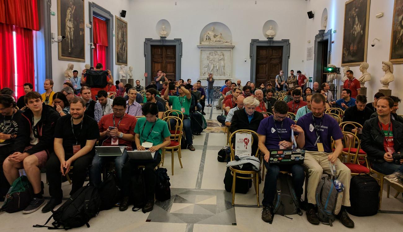 LibreOffice Geliştirici Konferansı, Musei Capitolini'nin çeşitli salonlarında yapıldı. Bendeniz, arkada bir yerlerde oturuyorum.