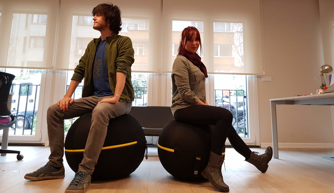 Ofiste pilates topu