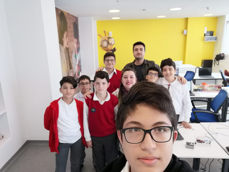 LÖSEV tarafından kurulan LSV Okulları öğrencileriyle birlikte